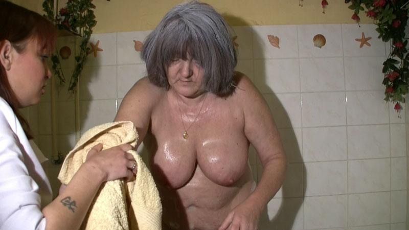 i saw my mom nude